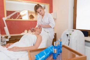 zabieg z wykorzystaniem profesjonalnych kosmetyków