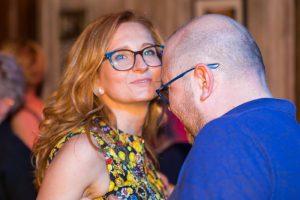 kobieta i mężczyzna w okularach